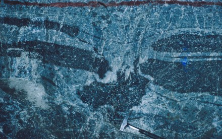 "Figure 26 - Pyroxenite ""boulder"" falling through pyroxenite beds (Bafokeng Mine, Rustemberg, South Africa)."