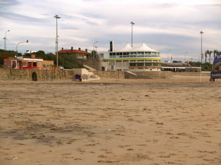 Figure 79 - broad and sandy Carcavelos beach before the winter storms (Portugal).