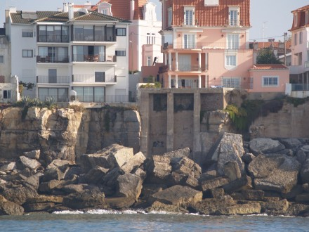 Figure 77 - Building foundation being undercut by sea erosion (Estoril Coast, Portugal)