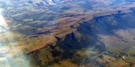 Figure 80 - Stratigraphic geomorphological control, Magalisberg Mountains, Transvaal (South Africa).