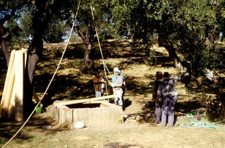 Figure 156 - Preparing to go down a prospecting shaft (Alentejo) (Portugal).