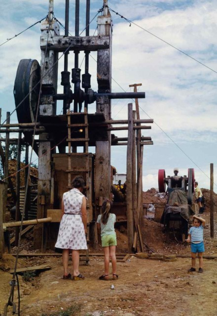 Figure 171 - One man gold mine operation, ore stamping mill (Bulawayo region, Zimbabwe).