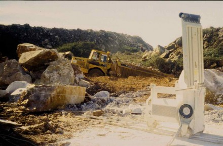 Figure 177 - Wire cutter in a marble quarry (Porto Alegre region, Portugal).