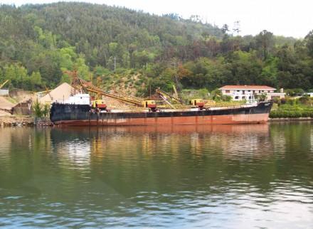Figure 168 - Sand dredging (Douro River, Portugal).